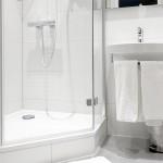 Bad mit Dusche im Einzelzimmer Hotel Imperial Köln