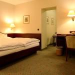 3 Bettzimmer mit einen Doppelbett und einen Einzelbett