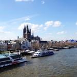 Kölner Altstadtpanorama mit Rheinschifffahrt